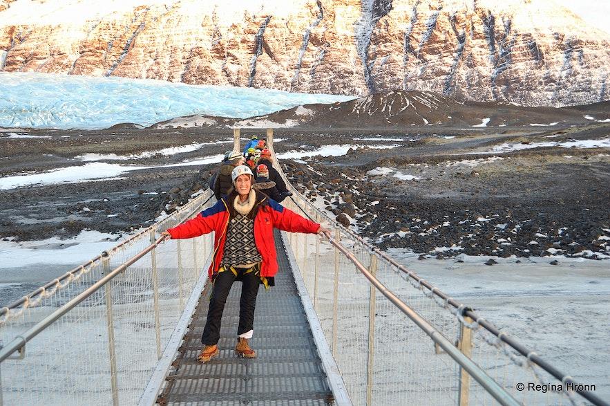 Regína on the hike to Fláajökull glacier