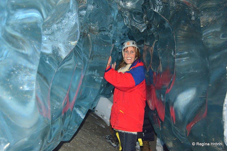 Regína inside Fláajökull glacier ice cave
