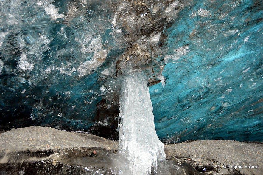 Fláajökull glacier ice cave