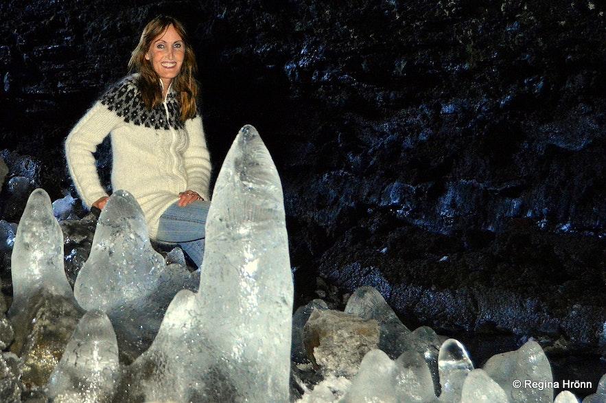 Surtshellir cave - Íshellir Regína inside