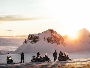 Schneemobilfahrt unter der Mitternachtssonne | ab Húsafell
