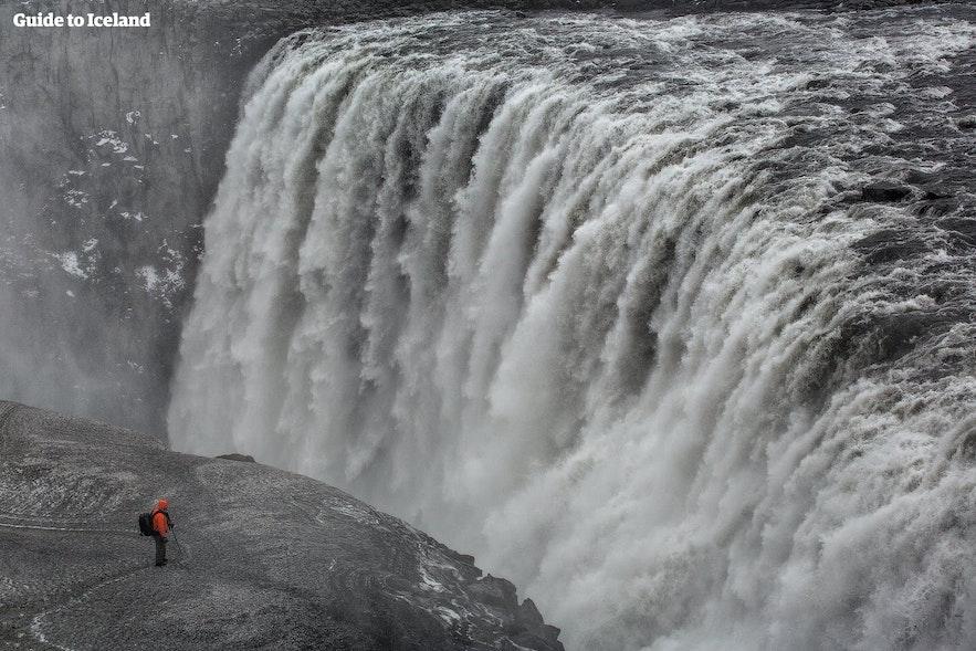 冰岛北部钻石圈景区的黛提瀑布是欧洲最汹涌的瀑布