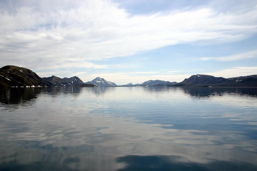 Do tego jeziora trudno jest dojechać, ale dobrze zorganizowani odwiedzający dadzą sobie radę.