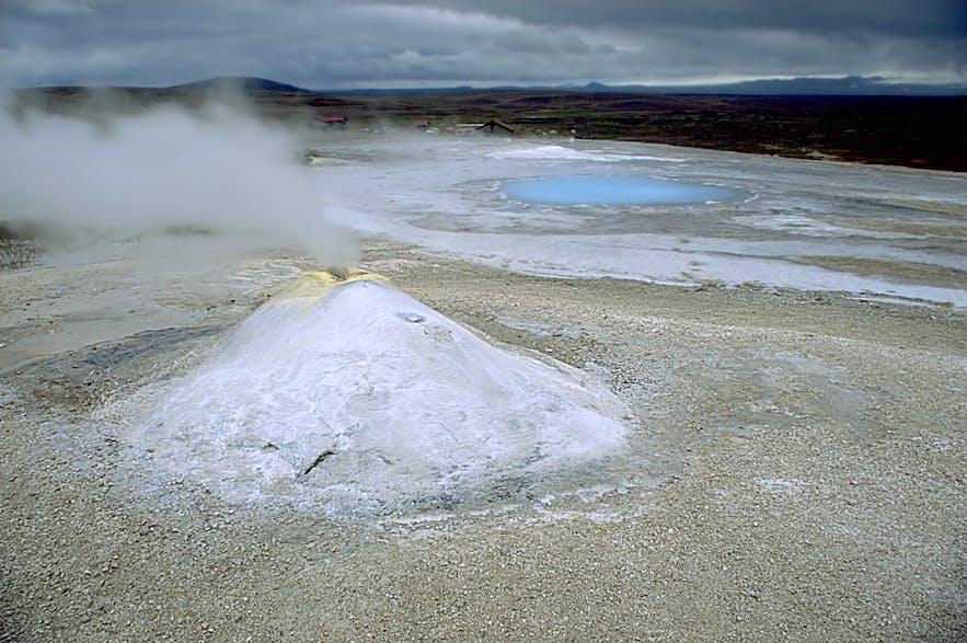 Przykład aktywnego geotermalnie obszaru w Hveravellir.