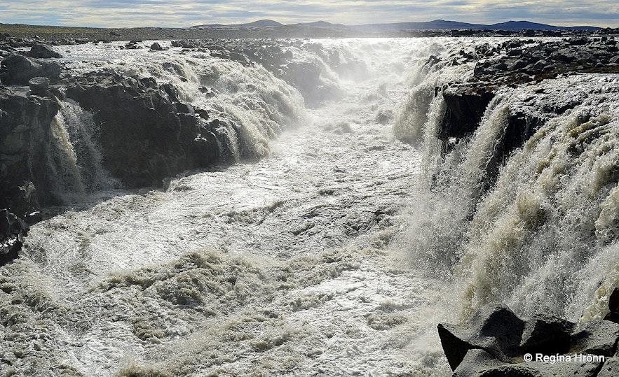 Gljúfrasmiður waterfall in Jökulsá á Fjöllum river