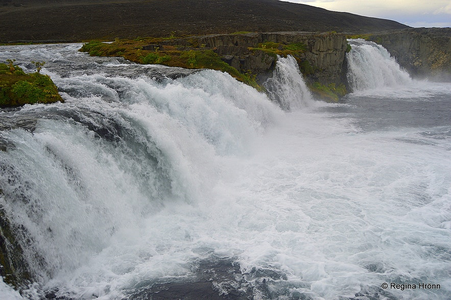 Skínandi waterfall in Svartá river
