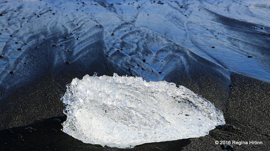 Sparkling ice by Jökulslárlón glacial lagoon