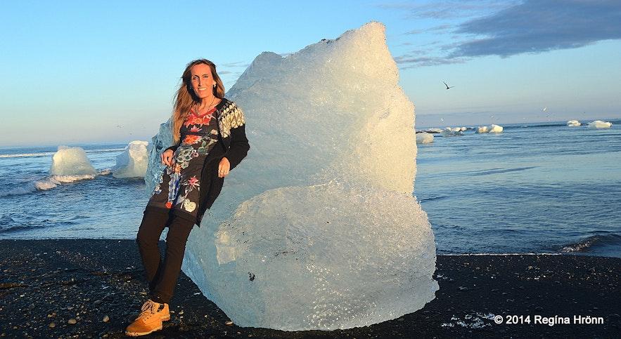 Regína on the ice diamond beach Breiðamerkursandur
