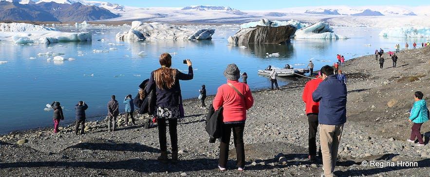 Jökulsárlón Glacial Lagoon and Iceland's sparkling Ice Diamond Beach at Breiðamerkursandur