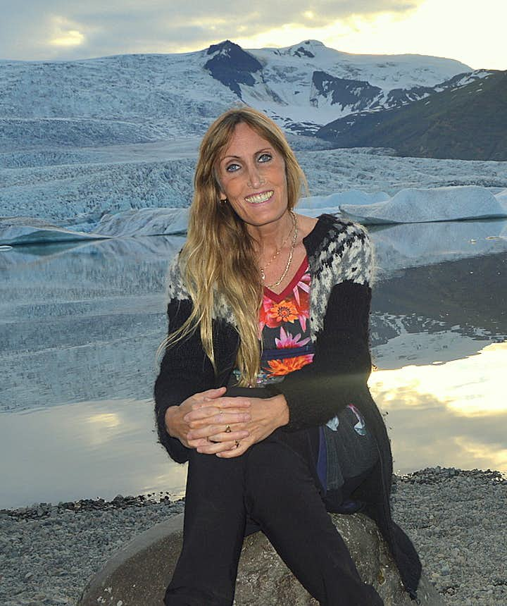 Regína by Fjallsárlón glacial lagoon