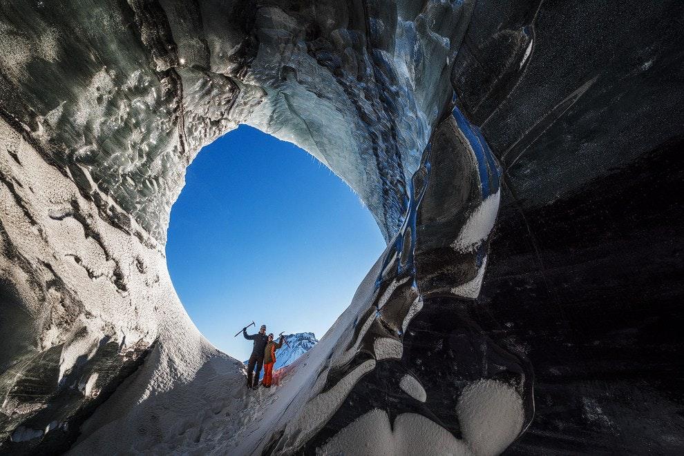 Eine natürliche Eishöhle in einem Gletscher nahe dem Vulkan Katla im Süden Islands.