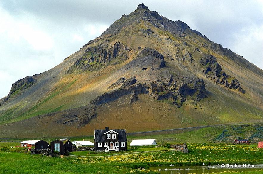 Arnarstapi and Mt. Stapafell - Snæfellsnes West-Iceland