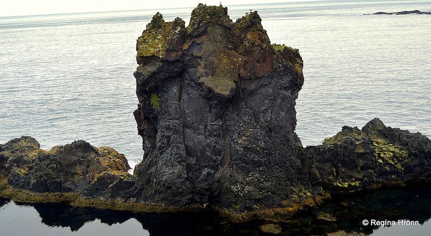 Djúpalónssandur beach Snæfellsnes - Kerling lava rock