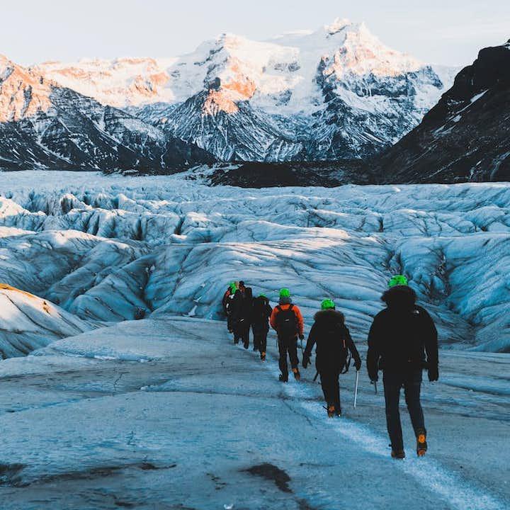 自驾冰岛特色旅行团优惠套票 卡特拉冰洞+斯卡夫塔山冰川徒步+浮潜