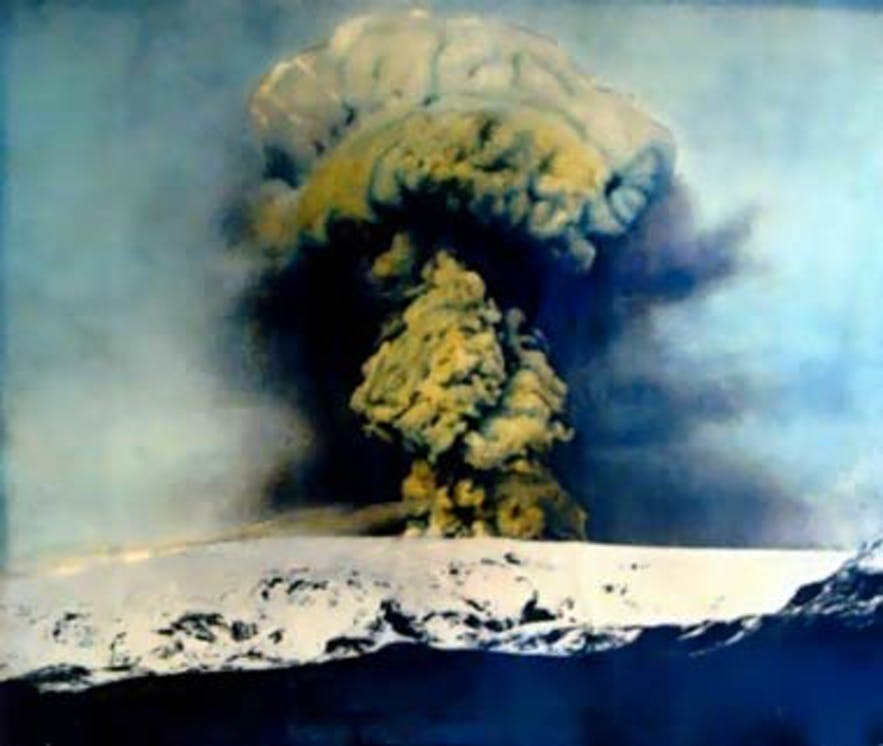 A colourised photo of the 1918 Katla eruption.