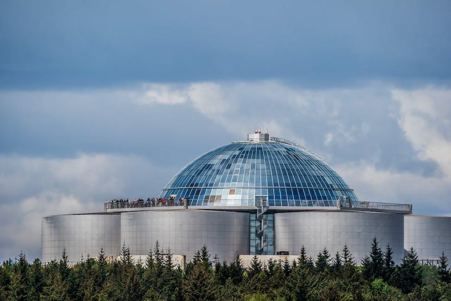 大名鼎鼎的珍珠楼就位于Öskjuhlíð山