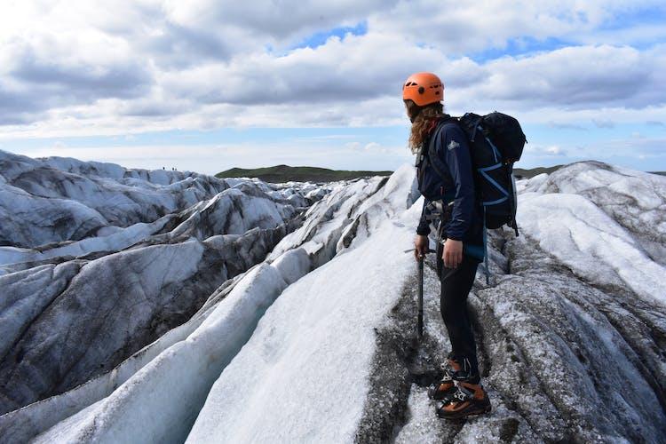 Tenez-vous au sommet d'un glacier et admirez la vue magnifique avec un tour de randonnée sur les glaciers.