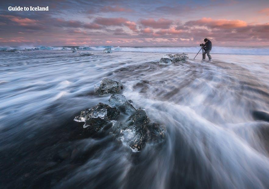 在冰岛的钻石冰沙滩行摄
