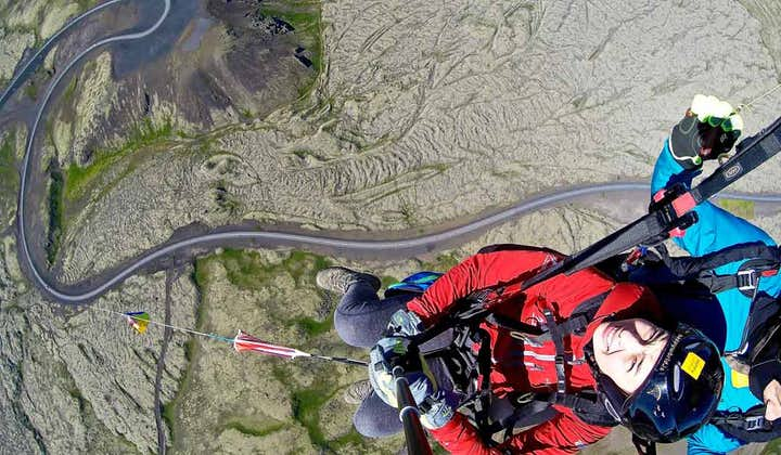 パラグライダー体験 空からアイスランド首都圏を満喫