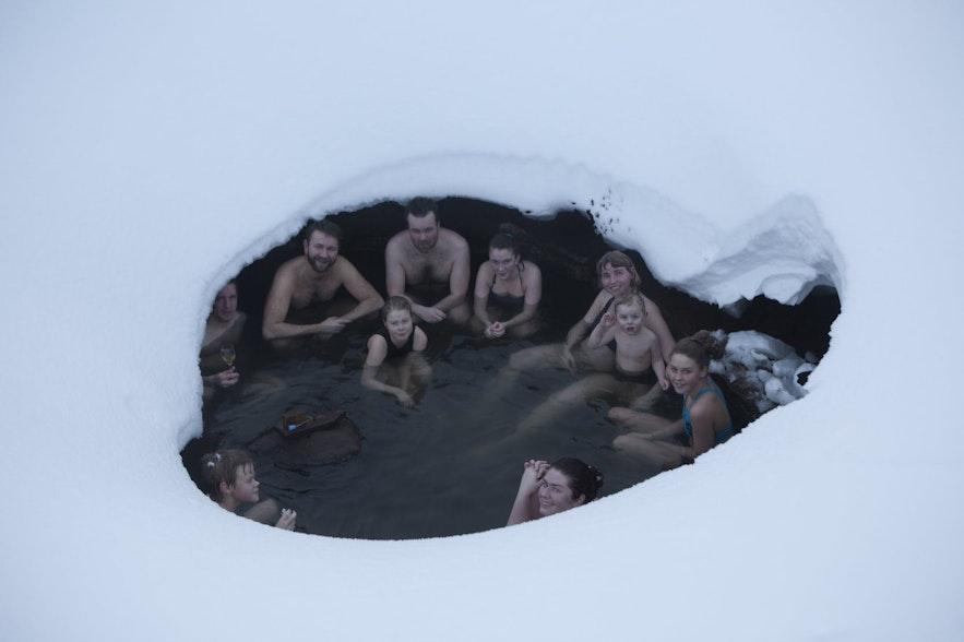 En af to naturlige bassiner med varme kilder ved Laugarfell-bjerghytten i Østisland.