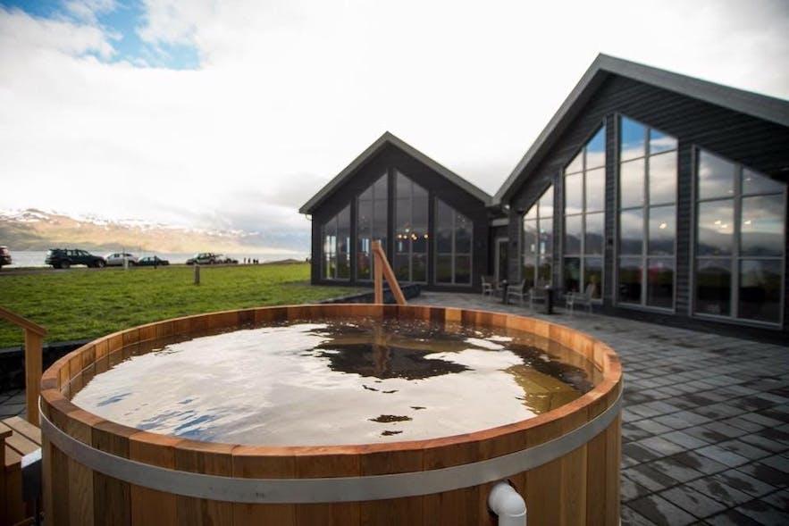 Пивное спа Бйоурбодин на севере Исландии.