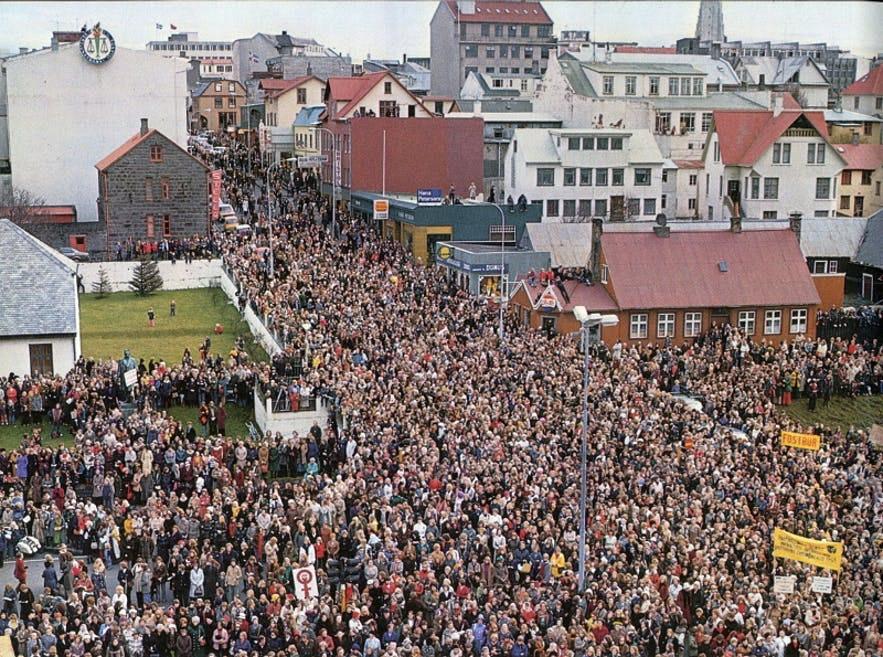 冰島90%婦女上街遊行