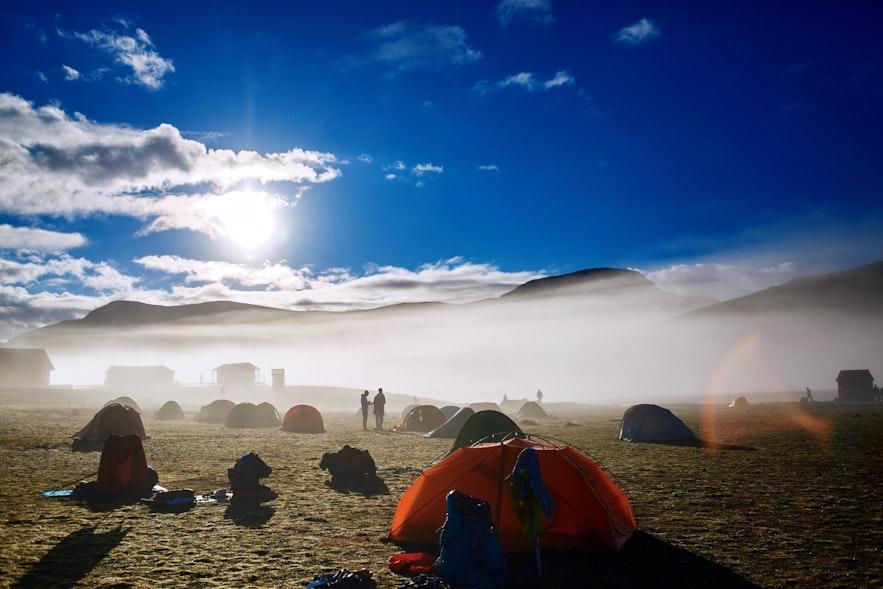 Pola namiotowe na Islandii znajdują się w najpiękniejszych miejscach