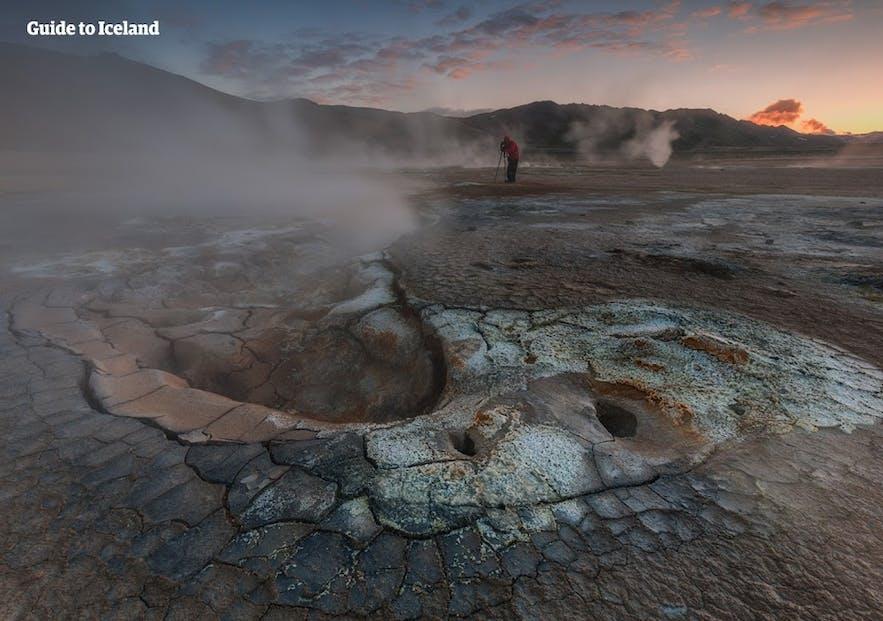 Du vill inte gå ner i någon av de varma källorna i Námaskarð geotermiska område!