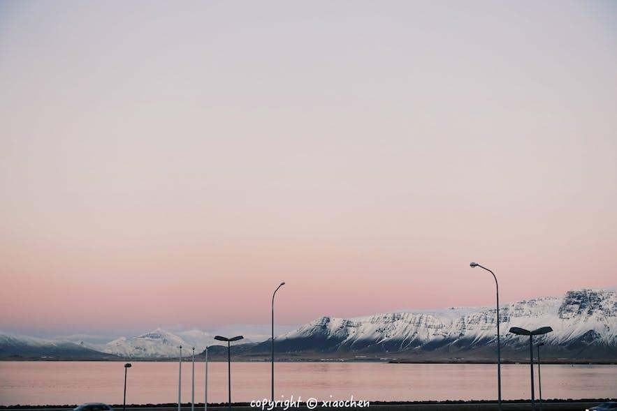 雷克雅未克的海-粉色的冰岛