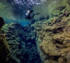 Silfra est bien connu pour ses paysages sous-marins spectaculaires.