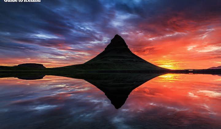 Paseo en kayak bajo el Monte Kirkjufell   Aventura de sol de medianoche