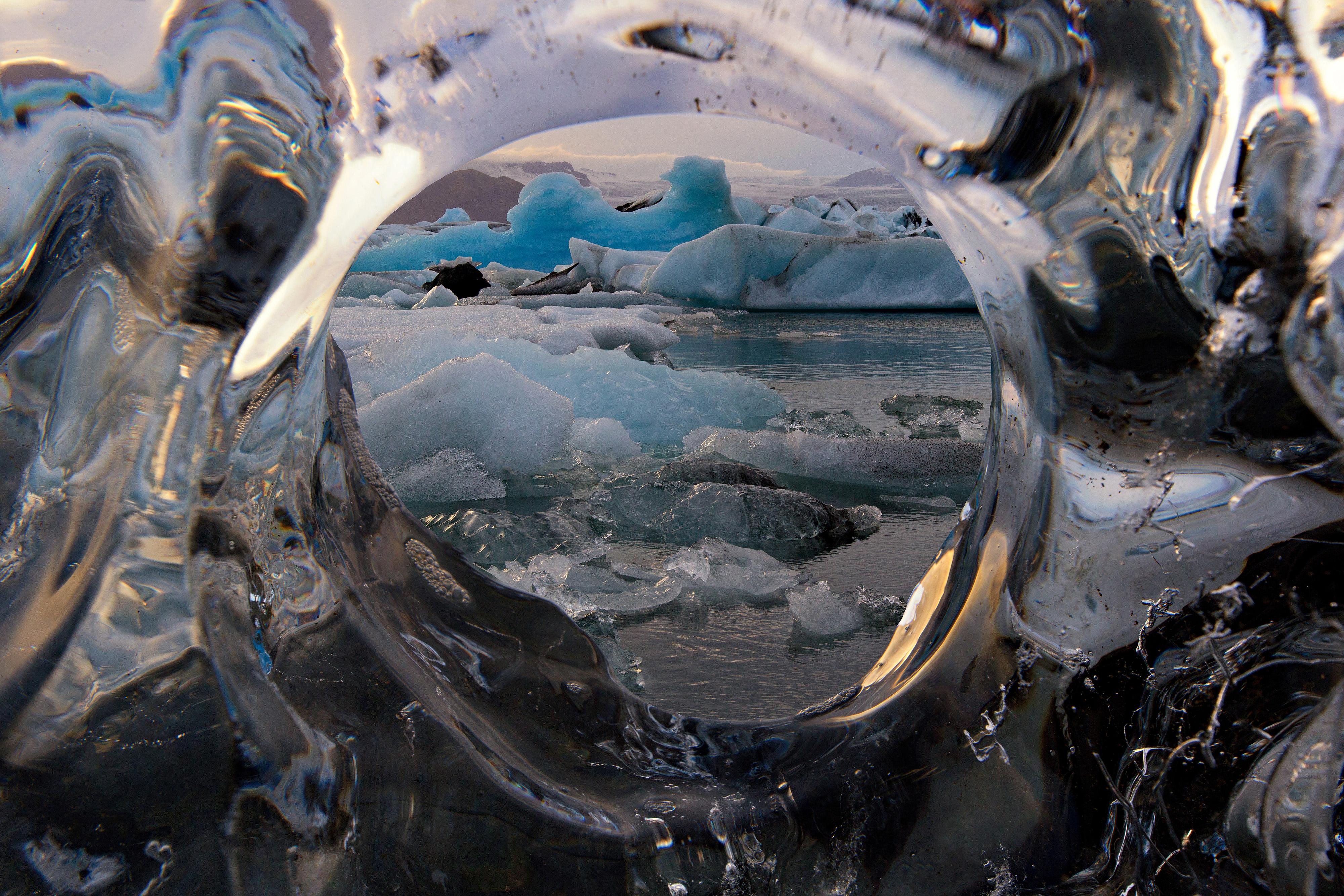 冰岛南岸杰古沙龙冰河湖的纯净冰块