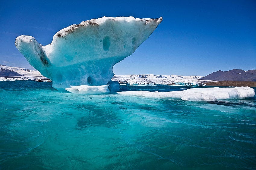 Blue water and white ice at Jökulsárlón glacier lagoon.