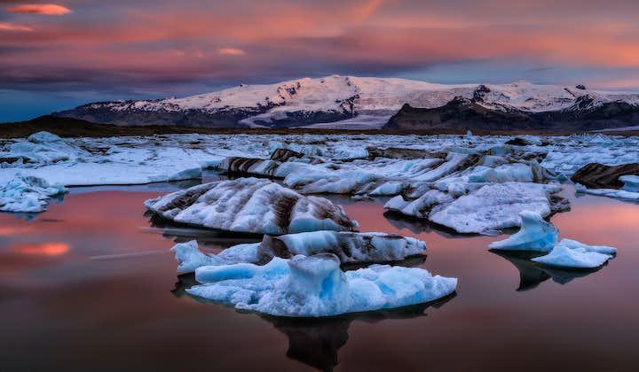 Jökurlsárlón glacier lagoon in its winter glory.
