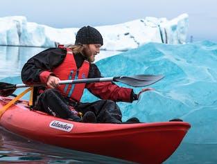 ヨークルスアゥルロゥン氷河湖でのカヤック体験ツアー