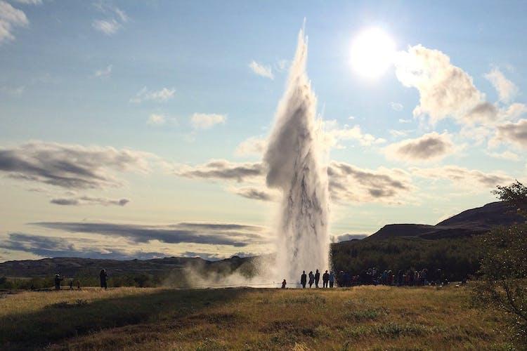 Venez vivre une aventure hivernale de trois jours et admirez le geyser Strokkur.