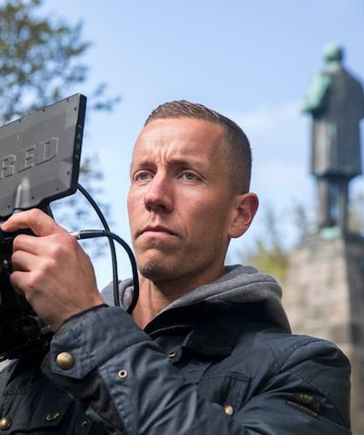 冰岛门将哈多尔松也是一名导演