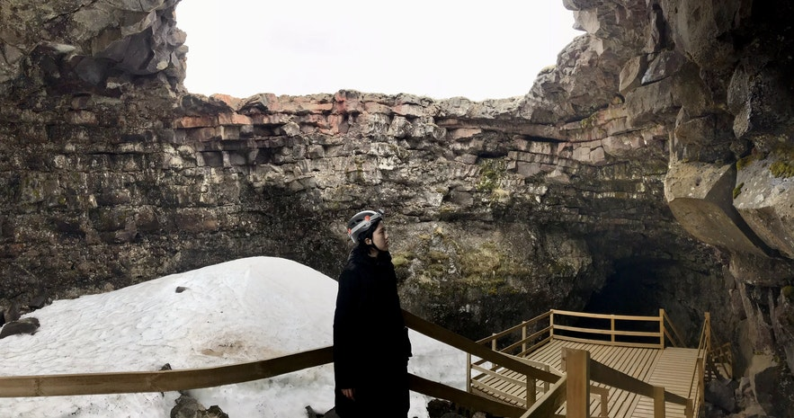 冰島Vidgelmir火山岩洞洞穴