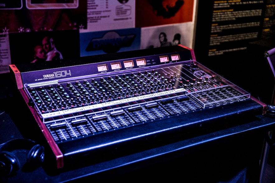 Instrumenty w islandzkim muzeum Rock'n'Rolla.
