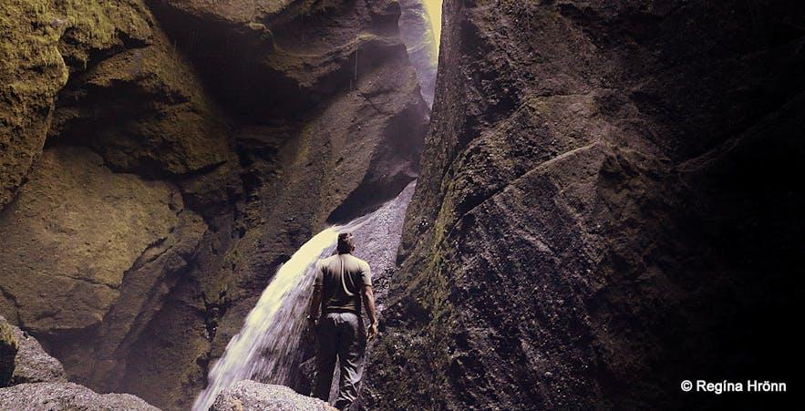 The waterfall inStakkholtsgjá canyon