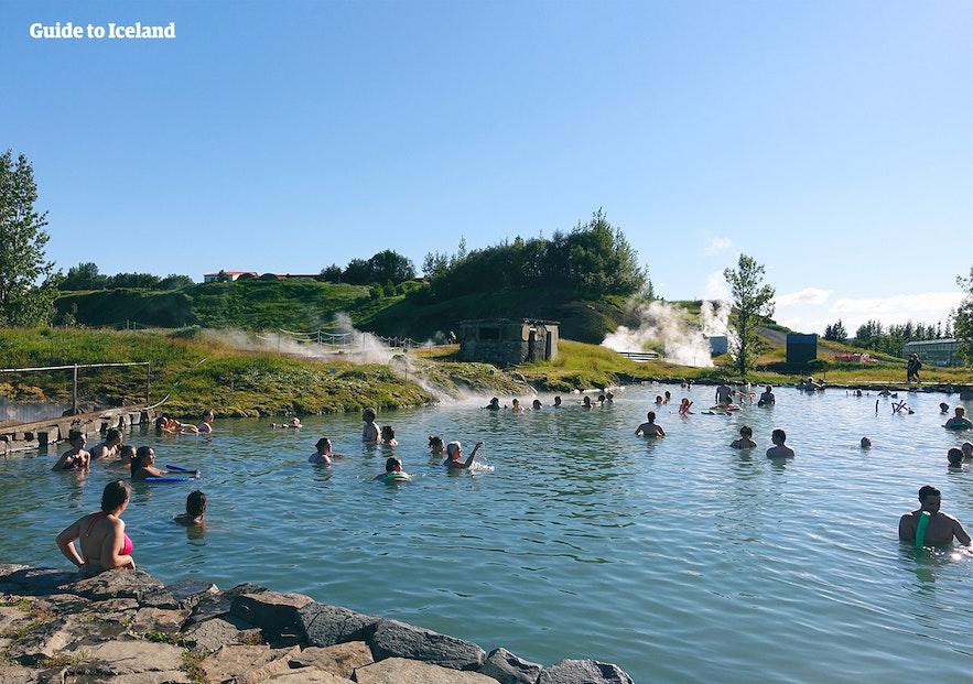 秘密瀑布门票需提前预定,尤其是夏季冰岛旅行的时候