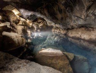 Fan de l'émission HBO, Game of Thrones pourrait reconnaître la grotte de Grjótagjá comme le lieu de baignade plutôt intime de Jon Snow et Ygritte.