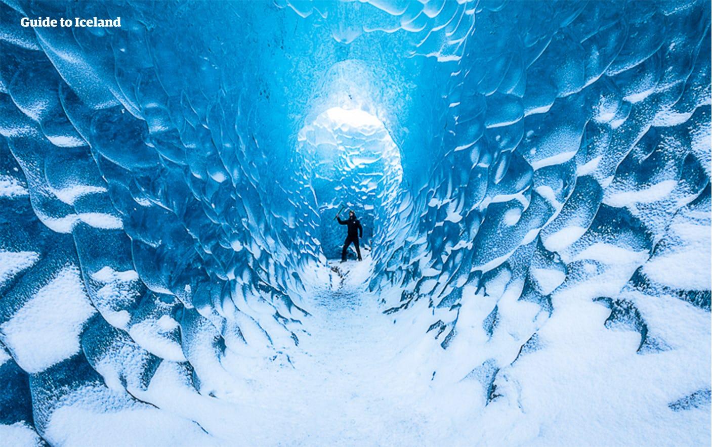 ภายในถ้ำน้ำแข็งในอุทยานแห่งชาติวัทนาโจกุล.