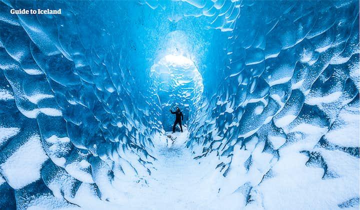 格安氷の洞窟ツアー 南海岸の名瀑、氷河湖の見学付き(ホステル泊)