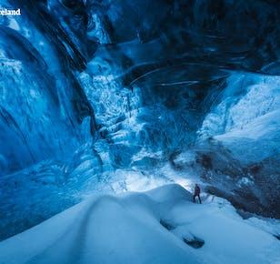 Tour económico de 3 días en invierno | Círculo Dorado y Costa Sur con caminata por un glaciar y cueva de hielo
