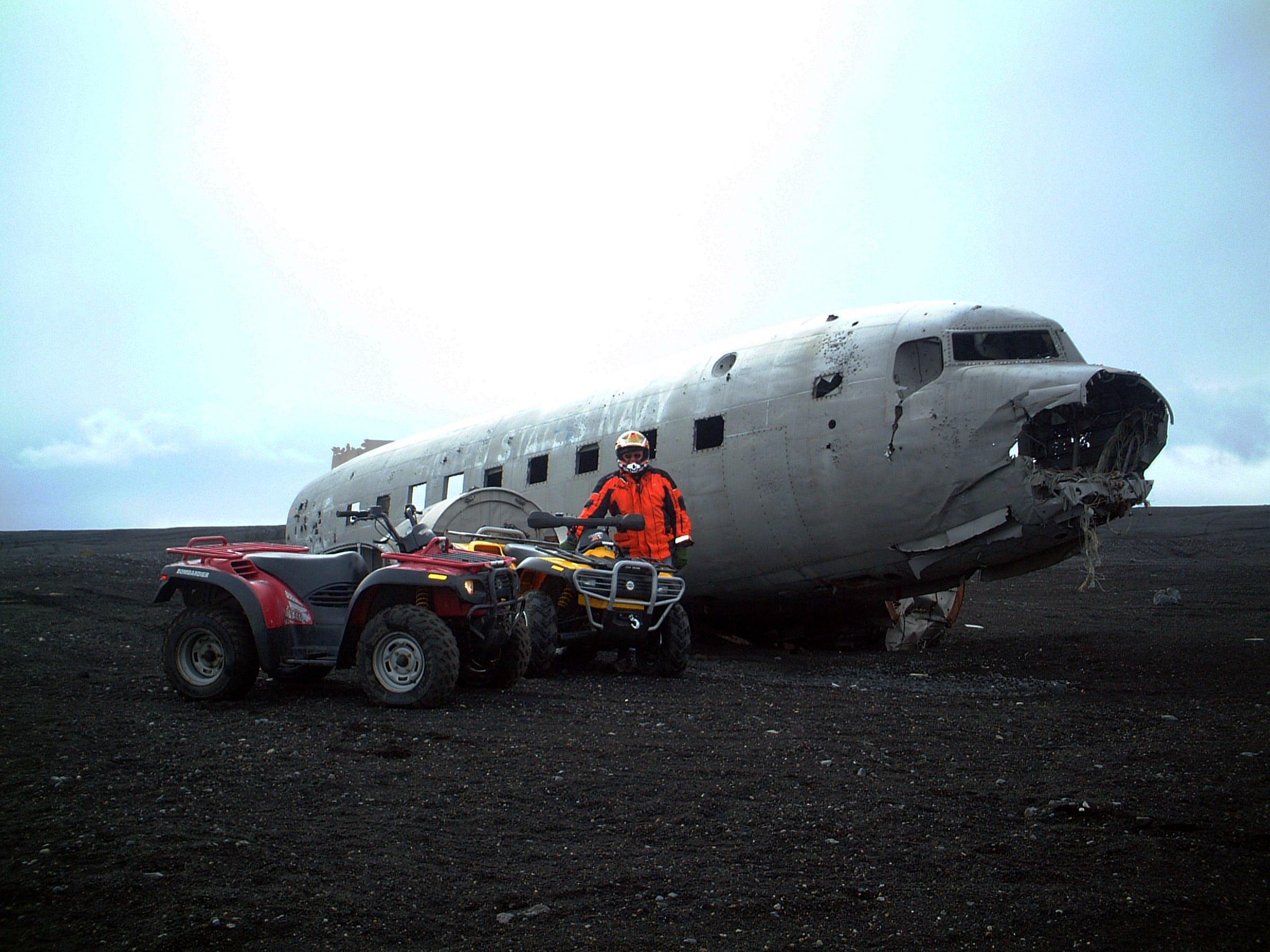 ขี่ ATV เครื่องแรงไปยังซากเครื่องบิน DC3