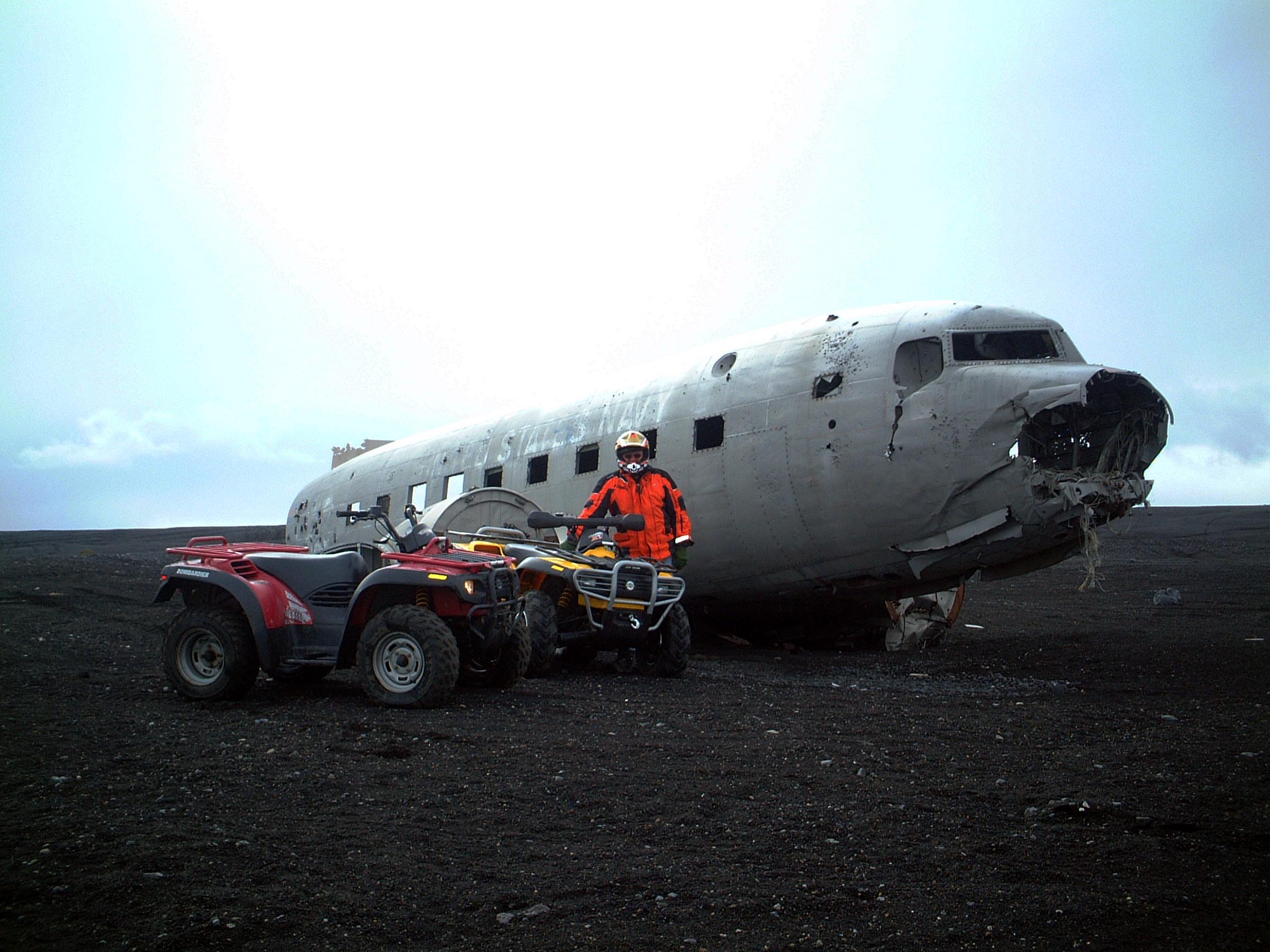 Fahre mit einem kraftvollen Quad zum Flugzeugwrack in Südisland.