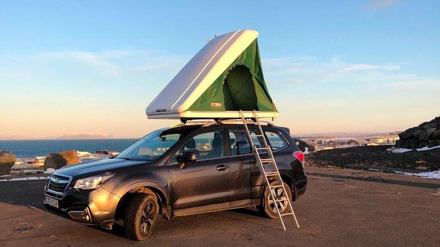 冰島有車頂帳篷的車