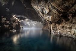 Grjótagjá地洞温泉