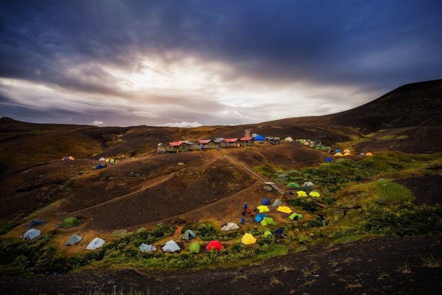 원형으로 친 캠핑 텐트